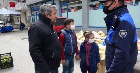 Çocuklarını alıp pazara çıktı, zabıtaya yakalandı