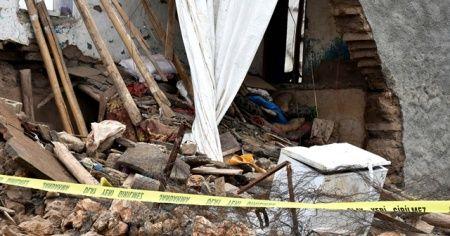 Diyarbakır'da çöken kerpiç evde ölen iki kardeş defnedildi