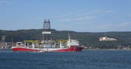 Fatih sondaj gemisi Çanakkale boğazından geçti