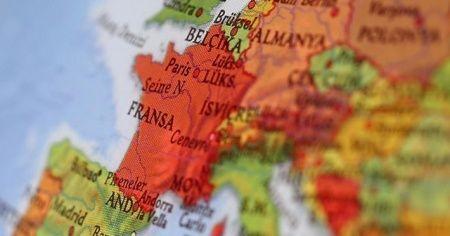 Fransa'da bıçaklı saldırı: 2 ölü, 7 yaralı