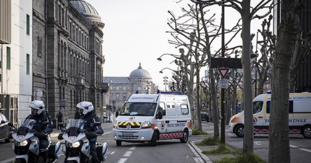 Fransa'da koronavirüs nedeniyle ölenlerin sayısı 8 bin 78'e yükseldi