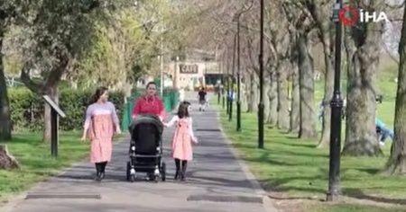 İngilizler, koronaya rağmen parklara akın etti