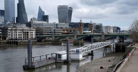 İngiltere'de koronavirüs nedeniyle son 24 saatte 938 kişi öldü