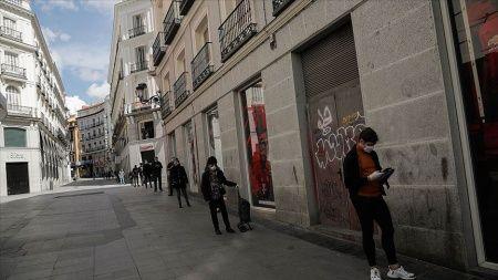İspanya'da hayatını kaybedenlerin sayısı son 24 saatte 605 artarak 15 bin 843'e yükseldi