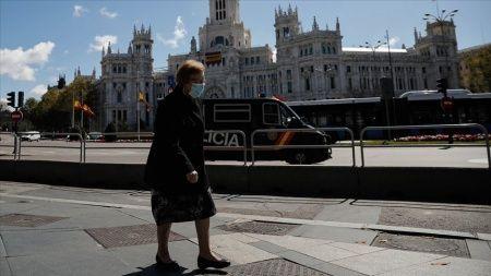 İspanya'da Kovid-19'dan hayatını kaybedenlerin sayısı artıyor