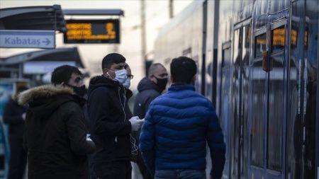 İstanbul'da toplu ulaşım araçlarında maske kontrolü yapıldı