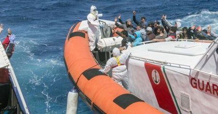 İtalya, Kovid-19 nedeniyle limanlarını düzensiz göçmenlere kapatıyor