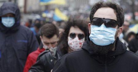 Kiev'de kalabalık yerlerde maskesiz dolaşmak yasaklandı