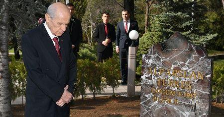 MHP lideri Bahçeli, Türkeş'in mezarını ziyaret etti