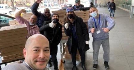 New York'un Türk pizzacısı Hakkı Akdeniz, evsizlere ve Türk öğrencilere pizza ve maske dağıttı
