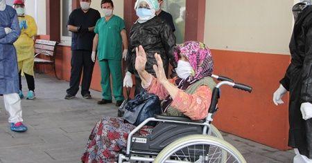 Oğlundan virüs kapan 83 yaşındaki Ayşe Nine korona savaşını kazandı