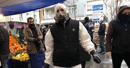 Özel tulumu ve maskesiyle pazara geldi, hem şaşırttı hem gülümsetti