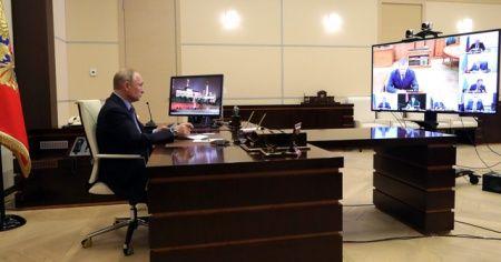 Putin, korona virüs riski nedeniyle uzaktan çalışıyor
