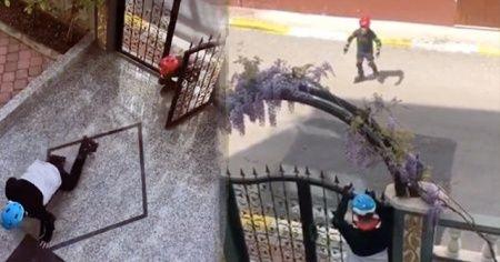 Sokakta paten denemesi yapan iki çocuk, polis aracından gelen siren sesini duyunca hızla kaçtı