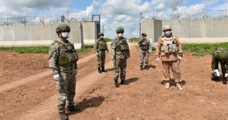 Türk ve Rus askerlerinden koronavirüs önlemli devriye