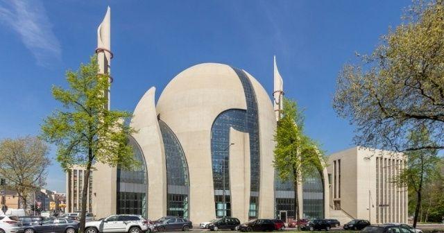Almanya'da camiler yeniden ibadete açıldı