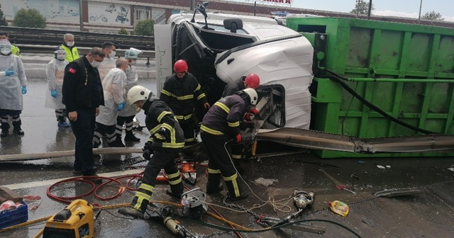 Çöp kamyonu bariyerlere saplandı: 1 ölü 1 yaralı
