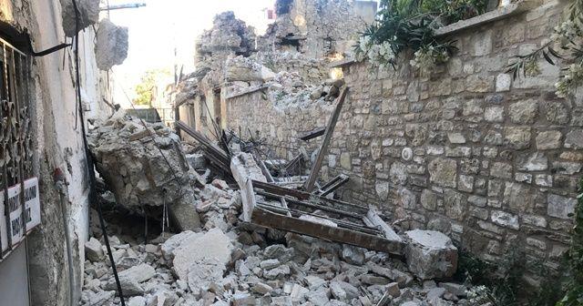 Evin duvarı yıkıldı, faciadan dönüldü