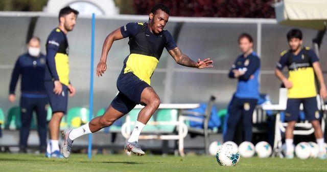 Fenerbahçe, Riva'da çalışmalarını sürdürüyor