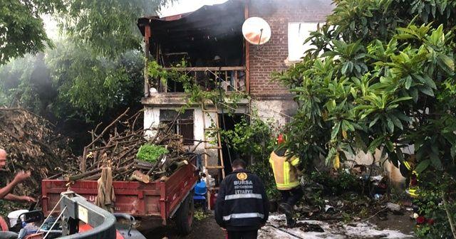 İftar saatinde çıkan yangın evi kül etti