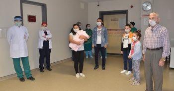 27 günlük bebekten 73 yaşındaki dedeye kadar tüm aile korona virüsü yendi