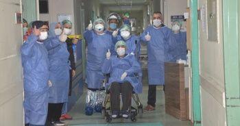 69 yaşındaki yaşlı adam korona virüsü 46 günde yendi