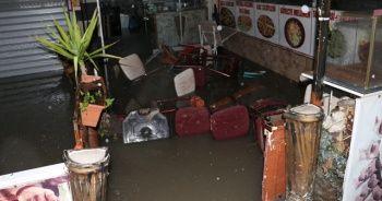 Ankara'da ev ve dükkanları su bastı