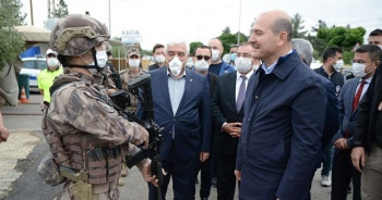 Bakan Soylu Suriye'de görevli polislerle bayramlaştı