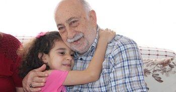 Burhan amca, bayram sevincini torunlarıyla yaşadı