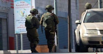 İsrail polisi dur ihtarını anlamayan zihinsel engelli Filistinliyi şehit etti