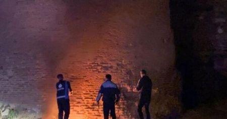 1800 yıllık surları ateşe verdiler