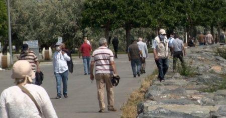 65 yaş üstü vatandaşlar, Avcılar Sahili'ne akın etti