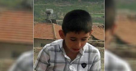 Devrilen traktörün altında kalan çocuk kurtarılmadı