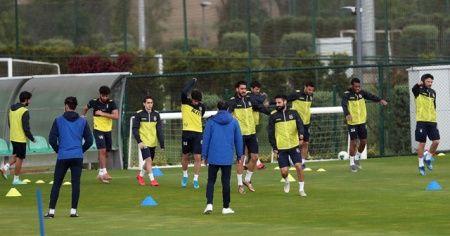 Fenerbahçe, günün çift antrenmanla tamamladı
