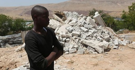 İsrail güçleri Batı Şeria'da Filistinlilere ait inşaat halindeki evi yıktı