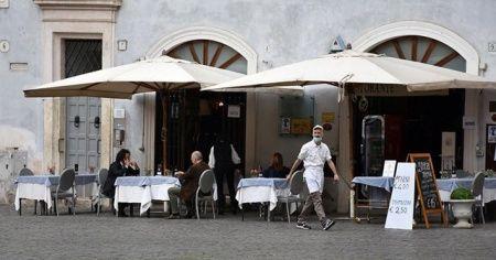 İtalya'da sosyal mesafeyi 'sivil yardımcılar' denetleyecek