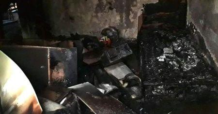 İzmit'te çıkan yangın evi kullanılmaz hale getirdi