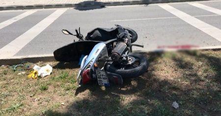 Motosiklet sürücüsü ağaca çarptı: 1 ölü
