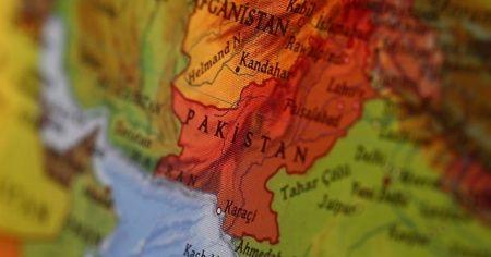 Pakistan'da yolcu otobüsü kaza yaptı: 9 ölü, 28 yaralı