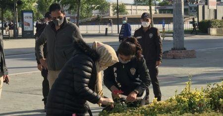 Unutulan çanta polis ekiplerini alarma geçirdi