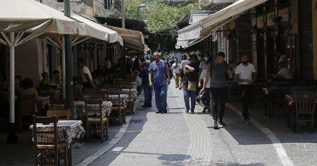 Yunanistan'da kafe ve restoranlar açıldı