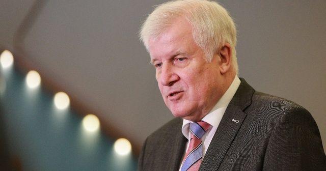 Almanya İçişleri Bakanı Seehofer'den umutlandıran aşı açıklaması