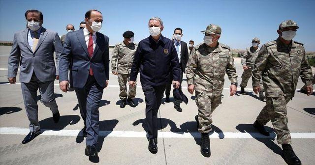 Bakan Akar ve TSK komuta kademesinden sınır hattındaki birliklerde inceleme