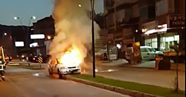 Edremit'te otomobil cayır cayır yandı