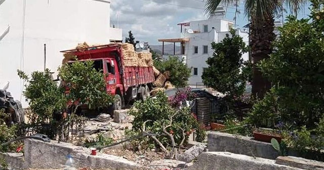 Freni patlayan kamyon caddeyi savaş alanına çevirdi