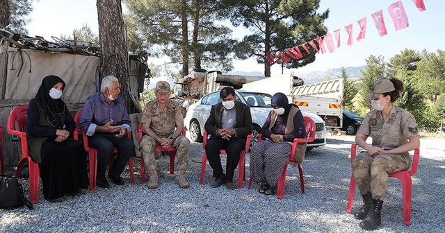Jandarma Komutanından şehit Uzman Onbaşı Gündeş'in ailesine anlamlı ziyaret