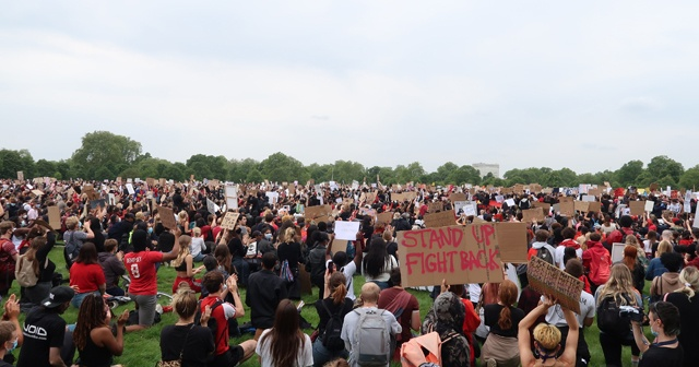 Londra'da binlerce kişi George Floyd için yürüdü