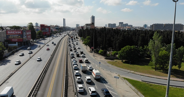Normalleşme sürecinin ilk mesai bitiminde İstanbul'da yoğun trafik