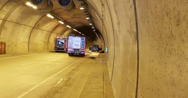 Sarıyer Tüneli'nde bir araç henüz bilinmeyen nedenle alev aldı
