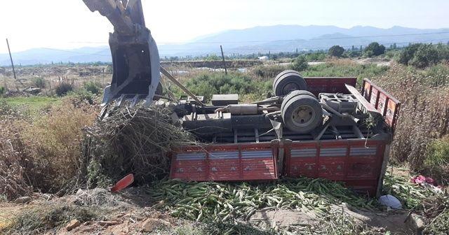 Tarım işçilerini taşıyan kamyonet devrildi: 2 ölü, 8 yaralı